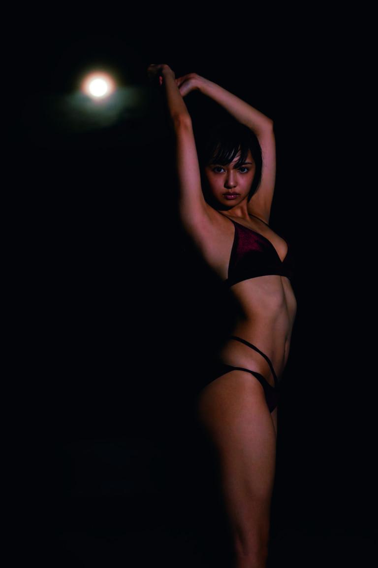 女優、声優、アイドル、グラドル…ジャンルを軽々と超える新時代の才能。駆け抜けた23歳、そして24歳へ。 小宮有紗さんの最新写真集が2018年2月1日(木)に発売決定! こちらの写真集発売に併せて小宮有紗さんのサイン会が2018年2月25日(日)に開催決定!